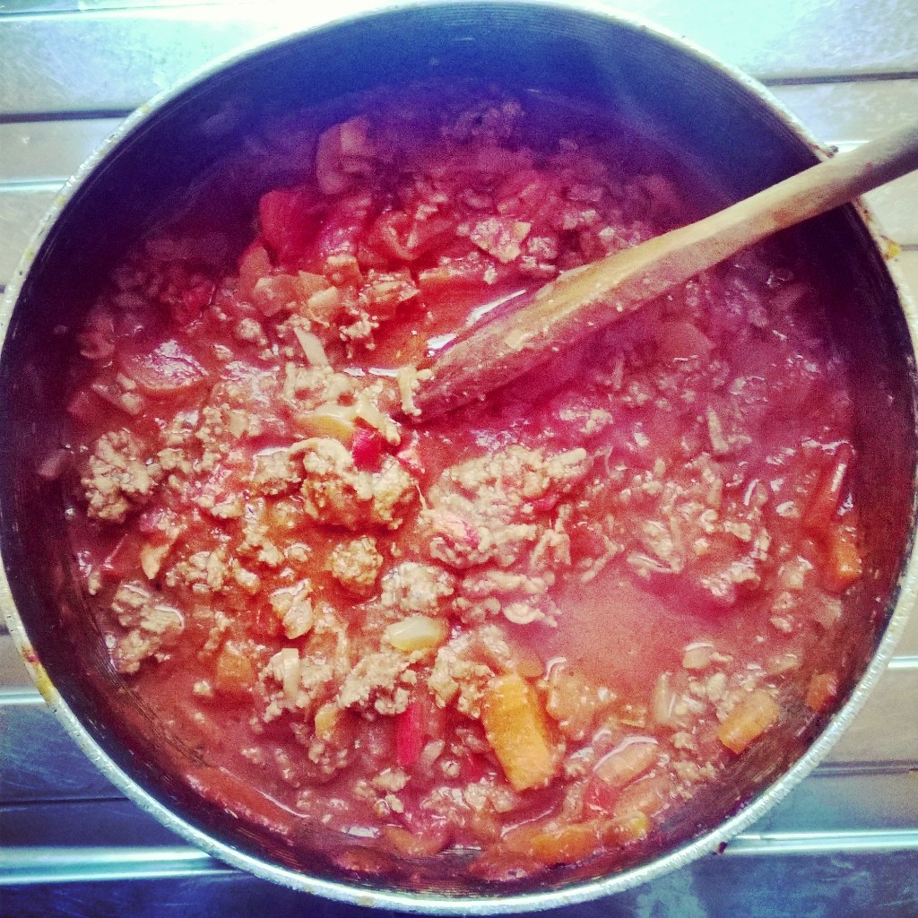 Spaghetti bolognaise in the pan